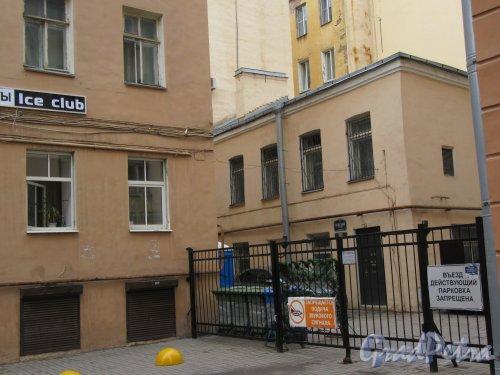 Невский пр., д. 126. Въезд во двор со стороны Суворовского пр. фото май 2018 г.