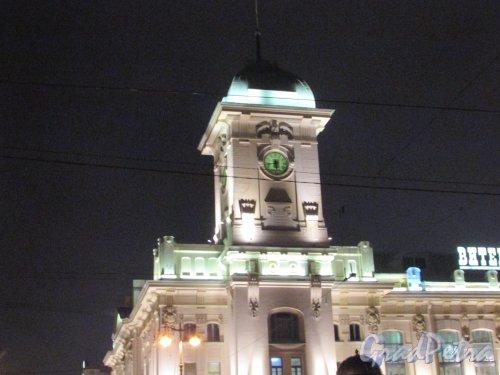 Загородный проспект, дом 52, литера А. Башня Витебского вокзала в ночном оформление. Фото 24 декабря 2019 года.