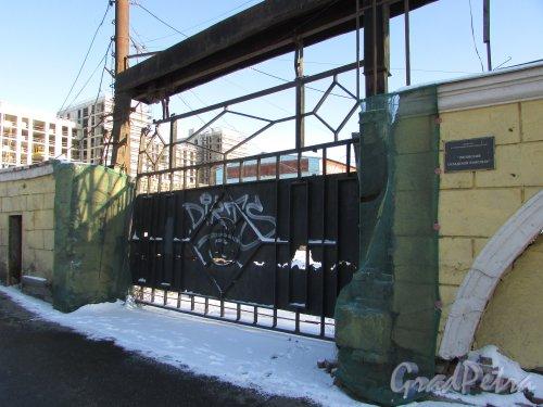 Лиговский проспект, дом 236. Въезд на территорию «Лиговского складского комплекса». Фото 6 февраля 2020 года.