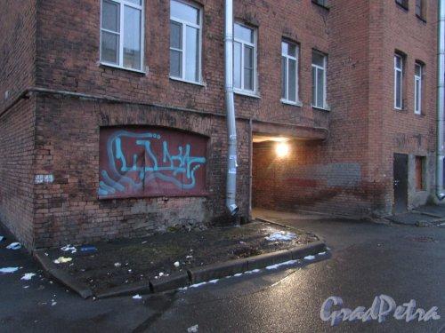 Лиговский проспект, дом 212, литера В. Нижние этажи дворового флигеля. Фото 10 февраля 2020 года.