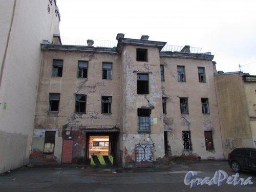 Лиговский проспект, дом 216, литера А. Общий вид жилого дома со двора. Фото 10 февраля 2020 года.