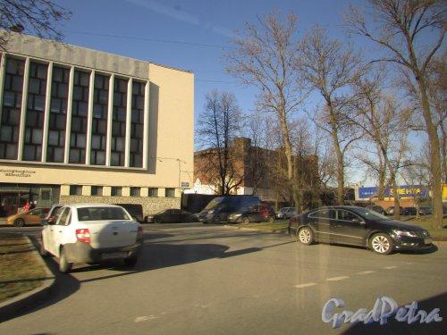 Лиговский проспект, дом 289, литера Б. Автоцентр «LR Ligovsky» (бывший производственный корпус рыбокомбината «Пищевик»). Фото 25 февраля 2020 г.