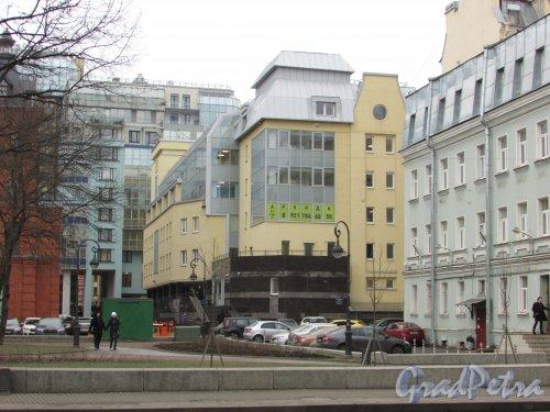 Каменноостровский проспект, дом 11, корпус 2, литера А. Общий вид офисного здания в составе ЖК «Серебряные зеркала» со стороны проспекта. Фото 3 марта 2020 г.