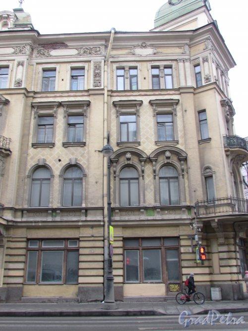 Каменноостровский проспект, дом 32. Правая часть фасада со стороны проспекта. Фото 3 марта 2020 г.