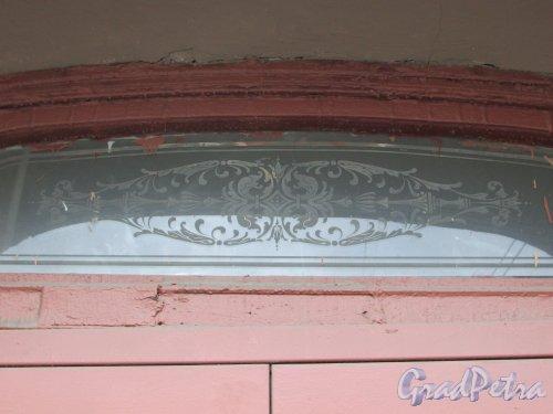 Лиговский проспект, дом 166, литера А. Оформление стеклянного проёма на парадной. Фото 17 февраля 2020 г.
