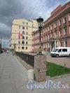 Невский проспект, дом 176, литера А. Общий вид территории перед лицевым зданием. Фото 7 мая 2020 г.