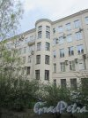 Суворовский проспект, дом 62, литера А. Фрагмент фасада со стооны двора. Фото 7 мая 2020 г.