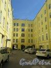 Литейный пр., д. 58. Доходный дом. Общий вид двора. фото июнь 2018 г.