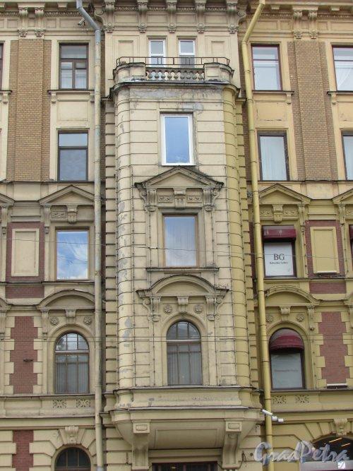Невский проспект, дом 153, литера А. Левый эркер. Фото 7 мая 2020 г.