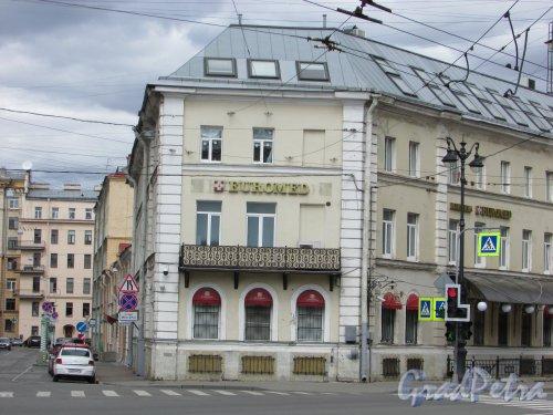 Суворовский пр., д. 60, литера А. Угловая часть здания. Фото 7 мая 2020 г.