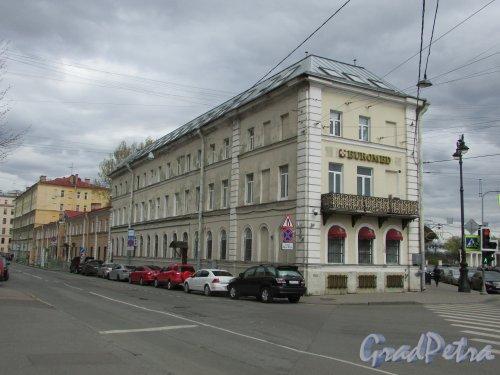 Суворовский пр., д. 60, литера А. Угловая часть со стороны Одесской улицы. Фото 7 мая 2020 г.
