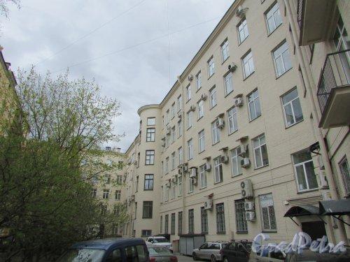 Суворовский проспект, дом 62. Фасад здания со стороны двора. Фото 7 мая 2020 г.