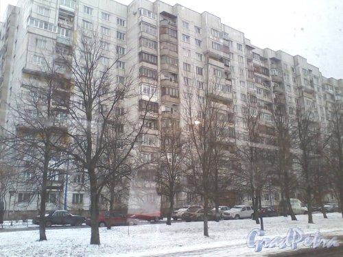 Пулковское шоссе, дом 13, корпус 1. Вид из проезжающего мимо автобуса. Фото 15 марта 2014 г.