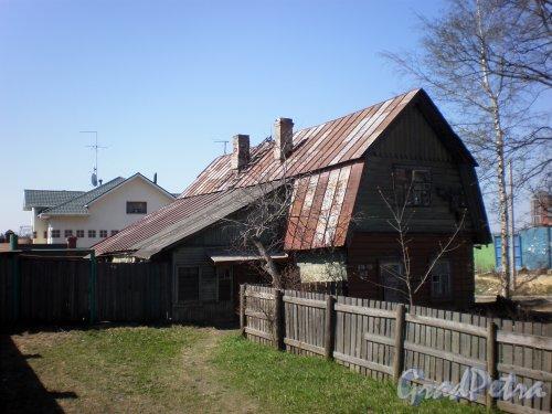 Выборгское шоссе, дом 128. Частный жилой дом. Фото 4 мая 2009 года.