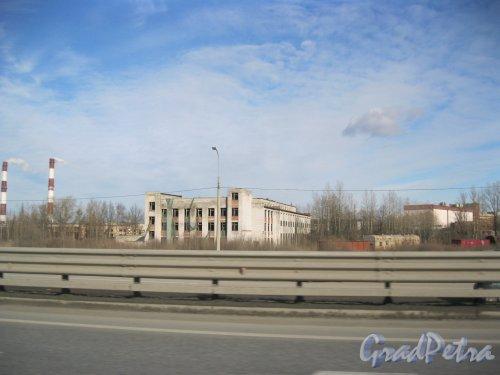 Пулковское шоссе, дом 29, корпус 8. Общий вид здания. Вид с КАД. Фото 6 марта 2015 г.