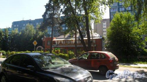 Ленинградская область, город Всеволожск. Колтушское шоссе, дом 78/1. Торговый комплекс. Фото 6 июля 2015 года.