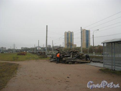Петергофское шоссе в районе дома 3. Замена трамвайных рельсов. Фото 17 нлября 2015 г.