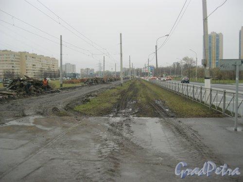 Петергофское шоссе в районе дома 3. Замена трамвайных рельсов. Вид в сторону пр. Маршала Жукова. Фото 17 ноября 2015 г.