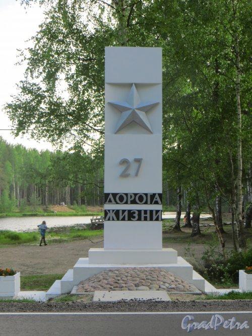 Стелла «27 километр Дороги жизни». Фото 6 июня 2015 года.