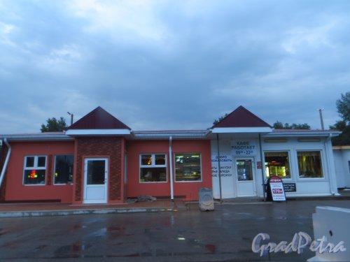 Лен. область, Выборгское шоссе, пос. Яппеле. Кафе «Агора» у бензоколонки «Фаэтон». Фото 6 августа 2015 года.