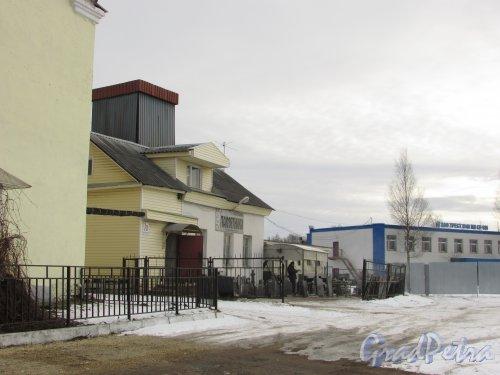 Ленинградская обл., Тосненский район, г. Никольское, Ульяновское шоссе, дом 7а. Общий вид здания. Фото 19 февраля 2016 года.