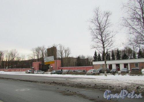 Московское шоссе, дом 13, литера АЕ. Общий вид участка с Московского шоссе. Фото 19 февраля 2016 года.