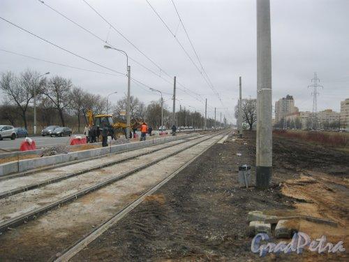 Петергофское шоссе в районе дома 3. Замена трамвайных рельсов. Вид в сторону ул. Десантников. Фото 2 апреля 2016 г.