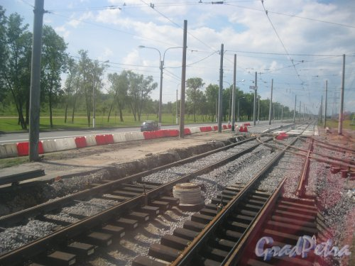 Петергофское шоссе на пересечении с ул. Десантников. Замена трамвайных рельсов. Фото 17 июня 2016 г.