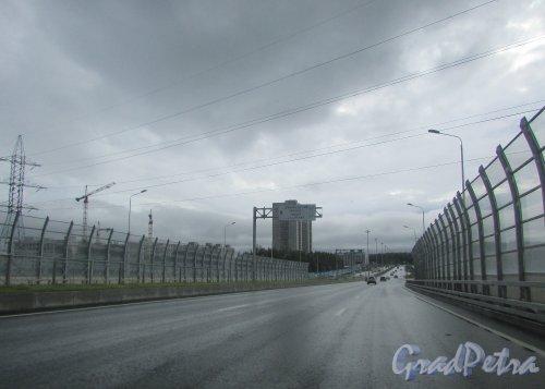 Новый участок Суздальского шоссе, объединивший Выборгский район и Приморский район Санкт-Петербурга. Фото 8 июня 2016 года.