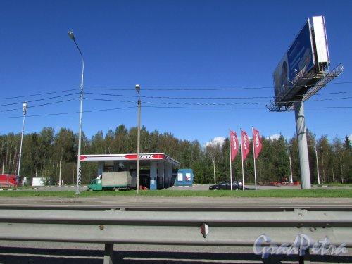 Мурманское шоссе, 17-й км, справа по ходу движения из Мурманска в Санкт-Петербург. Автозаправочная станция «Петербургской топливной компании» (ПТК). Фото 3 сентября 2016 года.