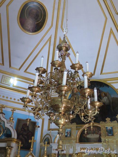 Выборгское шоссе, д. 106. Храм Святого Александра Невского, Люстра. фото август 2015 г.