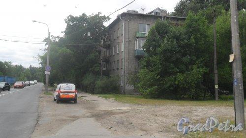 Южное шоссе, дом 58. 4-этажный жилой дом серии 1-528-12э 1961 года постройки. 3 парадные, 48 квартир. Фото 22 июня 2018 года.