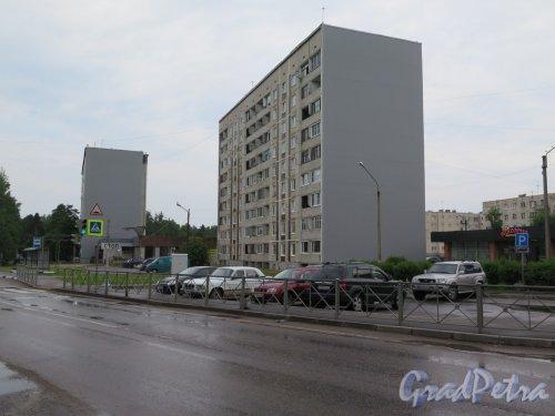 Лен. область, г. Каменногорск, Ленинградское шоссе, д. 94. Многоэтажный жилой дом. Общий вид. фото июль 2017 г.