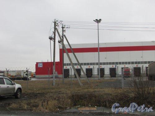 посёлок Шушары, Московское шоссе, дом 24, литера А. Табличка с номером здания. Фото 16 февраля 2020 г.