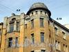 Эркер здания на углу Волынского пер. и Б. Конюшенной ул.