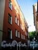 Ул. Репина, д. 1 (левая часть). Доходный дом А. В. Макарова (Г. Ю. Урлауб). Фасад здания. Фото июль 2009 г.