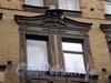Ординарная ул., д. 10. Бывший доходный дом. Фрагмент фасада здания. Фото сентябрь 2009 г.