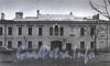 Захарьевская ул., д. 8. Здание бывшего придворного экипажного двора. Фрагмент фасада здания. Фото 1989 г. (из книги «Историческая застройка Санкт-Петербурга»)
