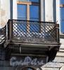 Бол. Конюшенная ул., д. 6. Доходный дом Финской церкви св. Марии. Решетка балкона. Фото март 2010 г.