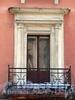 Бол. Конюшенная ул., д. 7. Домжадимировских (Н. Е. Демидовой). Фрагмент фасада с балконом. Фото март 2010 г.