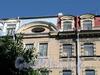 Бол. Конюшенная ул., д. 10. Доходный дом Немецкой лютеранской церкви св. Петра. Фрагмент центральной части фасада. Фото июль 2009 г.