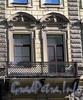 Бол. Конюшенная ул., д. 12. Доходный дом Немецкой лютеранской церкви св. Петра. Фрагмент фасада с балконом. Фото март 2010 г.