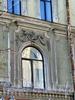 Бол. Конюшенная ул., д. 29. Доходный дом Башмакова. Фрагмент фасада здания. Фото март 2010 г.