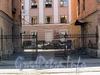 Ул. Котовского, д. 1 (правая часть). Ограда между корпусами. Фото август 2009 г.