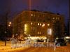 Вид здания в ночное время