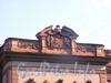 ул. Чайковского, д. 46-48. Фрагмент фасада с гербом владельца.