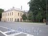 Ул. Смольного, д. 4. Главное здание. Фрагмент фасада. Вид от Смольной набережной. Фото август 2008 г.