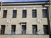 Колокольная ул., д. 12/Поварской пер., д. 17. Медальоны на фасаде здания. Апрель 2009 г.