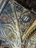Колокольная ул., д. 11. Майолика в оформлении фасада здания. Апрель 2009 г.