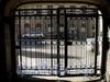 Колокольная ул., д. 18/ул. Марата, д. 19. Решетка въездных ворот. Апрель 2009 г.